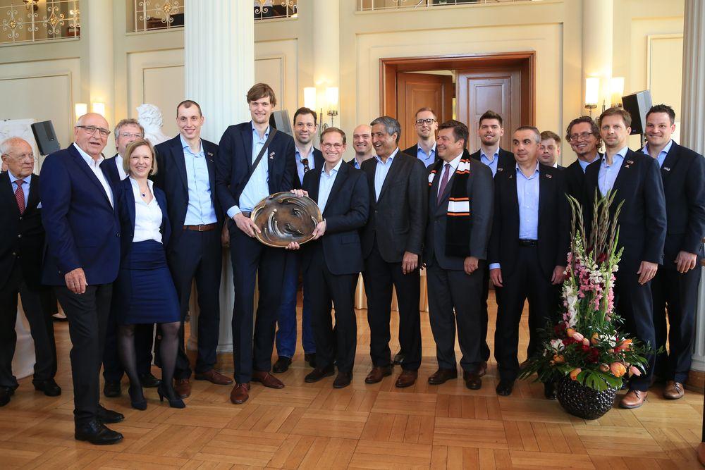 Volleys im Rathaus Gruppe