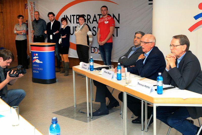 Pressekonferenz Sport und Flüchtlinge – beschlagnahmte Hallen