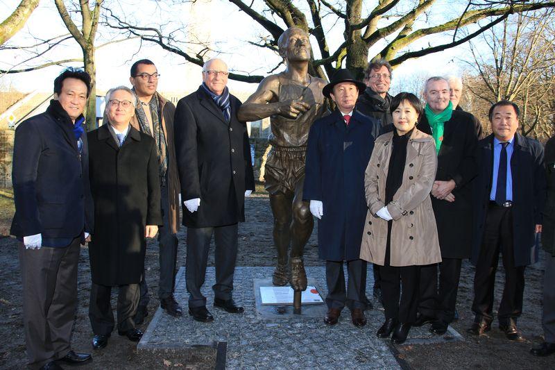 Einweihung Statue auf HKS-Gelände