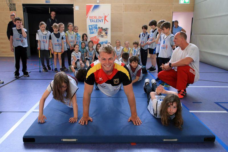 ?Olympiasieger Marcus Groß trainiert mit den Kindern